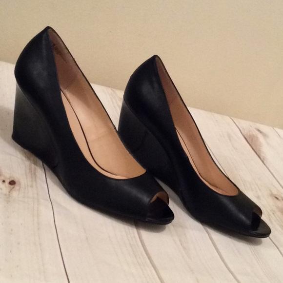 88cabf7fc027c Liz Claiborne Shoes - Beautiful black peep toe wedges